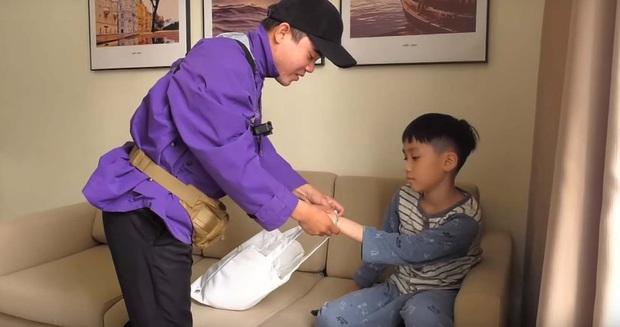 """Thu Trang xúc động khi thấy con trai quyết bảo vệ bức ảnh gia đình khi người lạ tới """"siết"""" - Ảnh 3."""