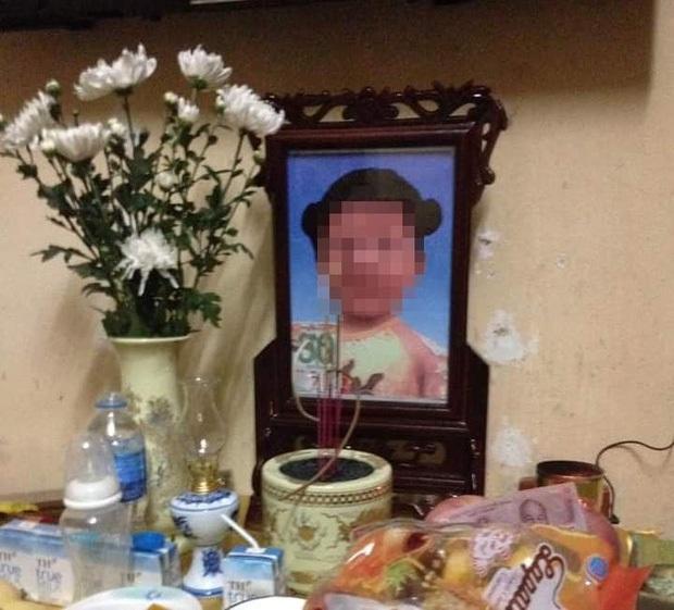 Lời khai kinh hoàng của mẹ ruột và bố dượng bạo hành khiến bé gái 3 tuổi tử vong ở Hà Nội - Ảnh 1.