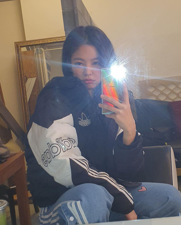 Jennie (BLACKPINK) đúng là nữ hoàng selfie của Kbiz: Muôn hình vạn trạng, đạt đến level cứ up hình đều gây bão - Ảnh 12.