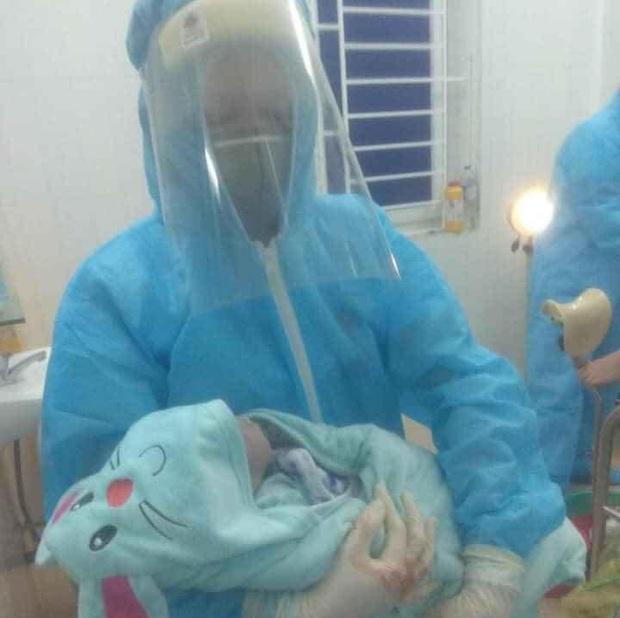 Sản phụ sinh bé trai ngay tại phòng cách ly ở Nghệ An - Ảnh 1.