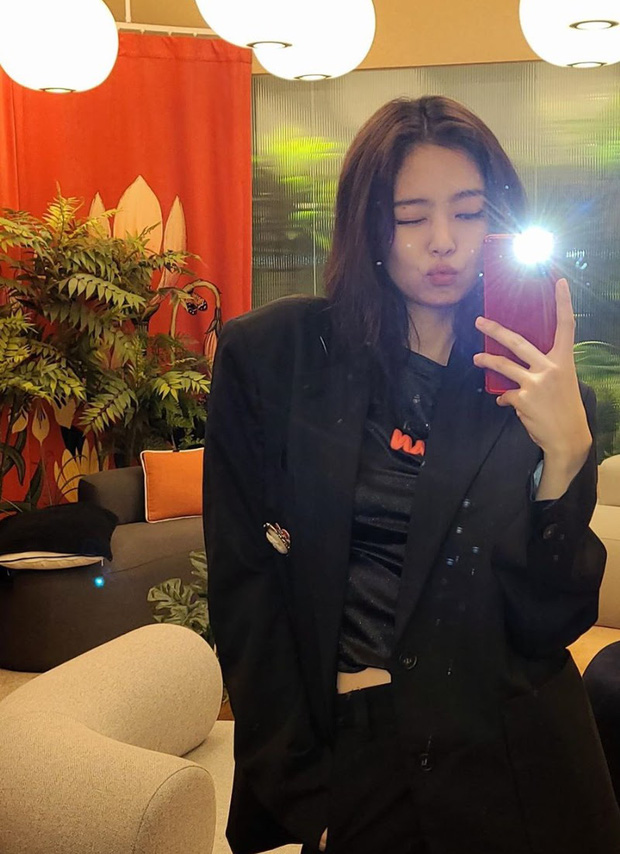 Jennie (BLACKPINK) đúng là nữ hoàng selfie của Kbiz: Muôn hình vạn trạng, đạt đến level cứ up hình đều gây bão - Ảnh 5.