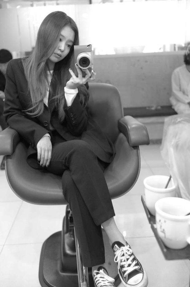 Jennie (BLACKPINK) đúng là nữ hoàng selfie của Kbiz: Muôn hình vạn trạng, đạt đến level cứ up hình đều gây bão - Ảnh 21.