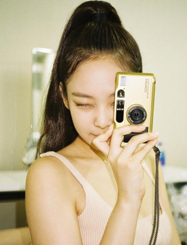 Jennie (BLACKPINK) đúng là nữ hoàng selfie của Kbiz: Muôn hình vạn trạng, đạt đến level cứ up hình đều gây bão - Ảnh 7.