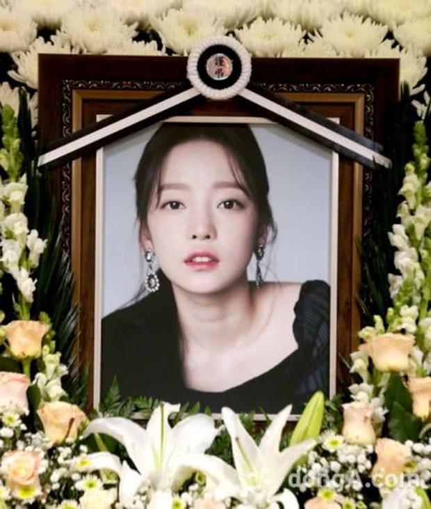 Anh trai Goo Hara lên truyền hình kể tường tận vụ tranh chấp với mẹ ruột tại tang lễ, bố uất hận vợ cũ muốn hút máu con gái - Ảnh 1.