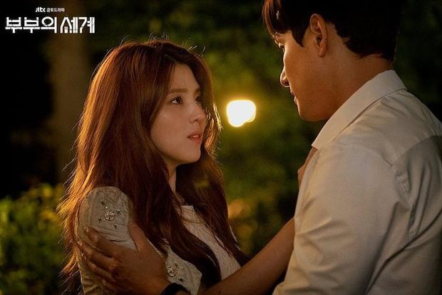 5 kiểu ngoại tình sôi máu trong phim Hàn, tức nhất là màn cà khịa bà cả của bản sao Song Hye Kyo ở Thế Giới Hôn Nhân - Ảnh 2.