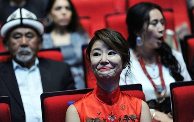 Khi các mỹ nhân Hoa ngữ vô tình để lộ khoảnh khắc xấu nhất trước công chúng - Ảnh 26.