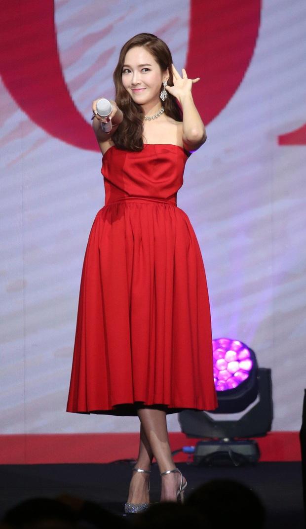 Irene xinh như công chúa khi đụng váy với Jessica, chỉ tội Dara mất công biến tấu lại đâm rối mắt - Ảnh 4.