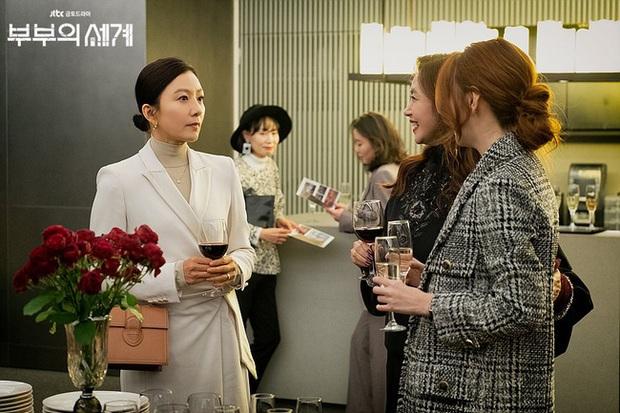 Style trong siêu phẩm bóc phốt ngoại tình đang gây sốt xứ Hàn: Từ nữ chính đến phụ đều mặc đẹp mãn nhãn, không cày phim tiếc lắm ai ơi! - Ảnh 4.
