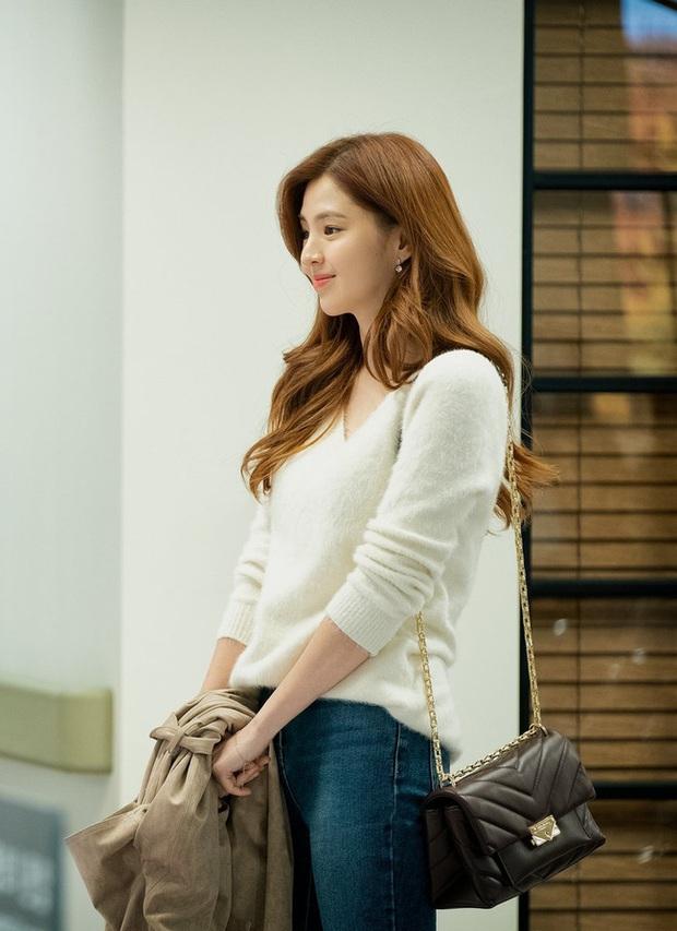 Style trong siêu phẩm bóc phốt ngoại tình đang gây sốt xứ Hàn: Từ nữ chính đến phụ đều mặc đẹp mãn nhãn, không cày phim tiếc lắm ai ơi! - Ảnh 8.