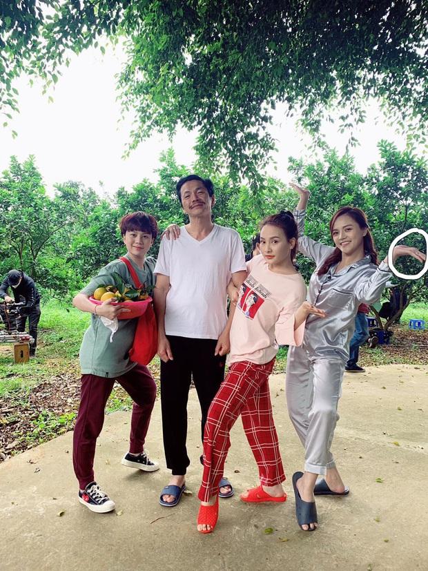 Rộ nghi vấn Thu Quỳnh sắp lên xe hoa vì chi tiết đặc biệt trong ảnh hội ngộ dàn sao Về nhà đi con - Ảnh 2.