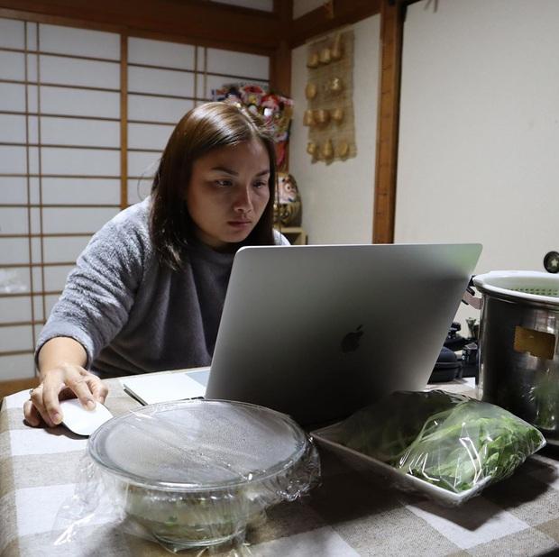 """Loạt ảnh hậu trường chưa từng được tiết lộ đằng sau những vlog triệu views của Quỳnh Trần JP, xem xong càng thấy thán phục """"mẹ bỉm sữa"""" này! - Ảnh 19."""
