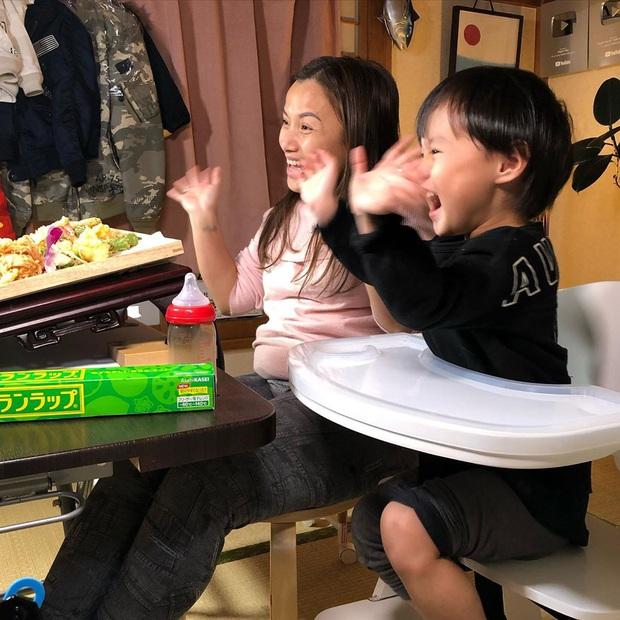 """Loạt ảnh hậu trường chưa từng được tiết lộ đằng sau những vlog triệu views của Quỳnh Trần JP, xem xong càng thấy thán phục """"mẹ bỉm sữa"""" này! - Ảnh 20."""