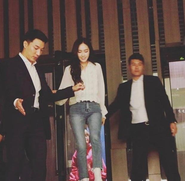 Vệ sĩ của Jessica Jung: Soái và ngầu chẳng khác nào nam chính ngôn tình, hành động bảo vệ công chúa băng giá gây sốt - Ảnh 4.