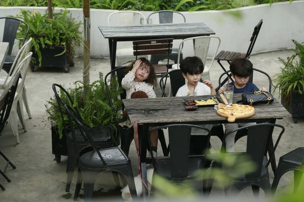 """Thu Trang xúc động khi thấy con trai quyết bảo vệ bức ảnh gia đình khi người lạ tới """"siết"""" - Ảnh 1."""