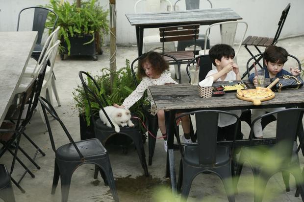"""Thu Trang xúc động khi thấy con trai quyết bảo vệ bức ảnh gia đình khi người lạ tới """"siết"""" - Ảnh 6."""