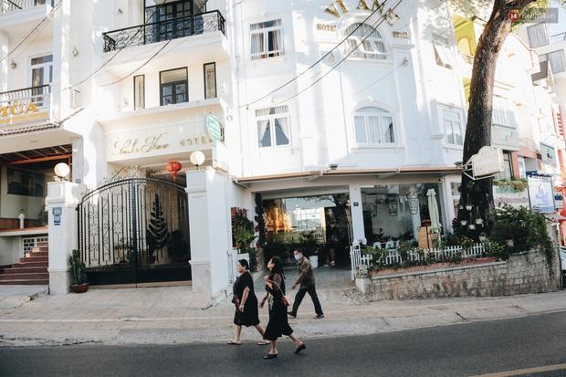 Khách du lịch tăng đột biến dịp nghỉ lễ, khách sạn ở Đà Lạt vẫn chưa cháy phòng như mọi năm - Ảnh 7.