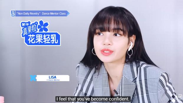 """Từng bật khóc vì bị chê mất tự tin, cựu trainee JYP giờ được """"Lạp lão sư"""" Lisa khen xứng đáng với vị trí center, lên luôn cả hot search Weibo - Ảnh 5."""