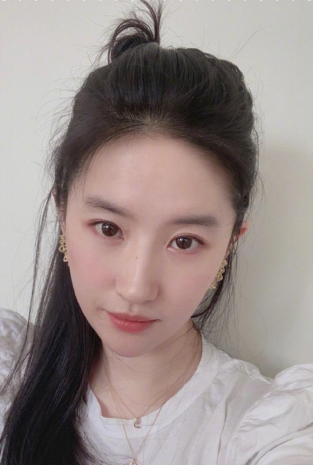 Không chỉ Song Hye Kyo, Song Seung Hun cũng lộ nghi vấn quay lại với Lưu Diệc Phi: Ngày gì vậy trời! - Ảnh 3.
