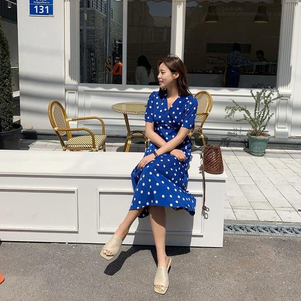 5 mẫu váy xứng đáng được chị em đầu tư vì diện lên chỉ trẻ trung xinh tươi chứ muốn dừ đi cũng khó - Ảnh 1.