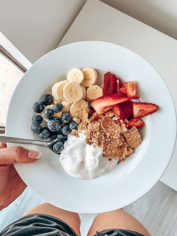Không cần ăn kiêng theo thực đơn cứng nhắc, đây là 10 tips đơn giản và hiệu quả để bạn ăn bình thường mà vẫn giảm được cân - Ảnh 2.