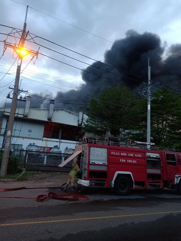 Cháy lớn ở công ty cơ khí trong KCX Tân Thuận - Ảnh 2.