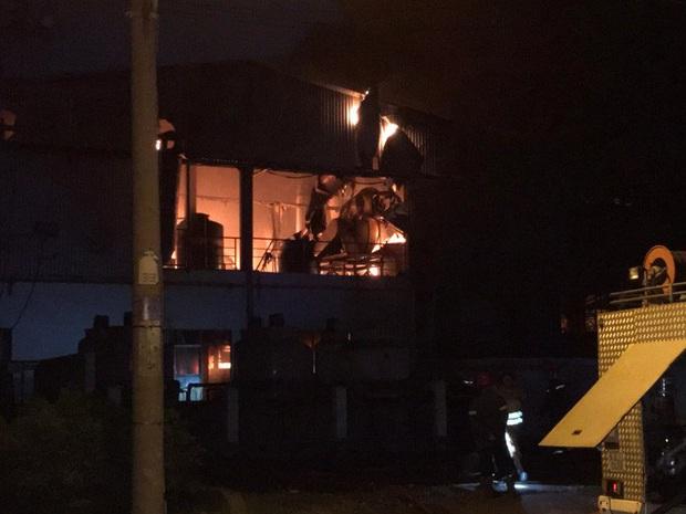 Cháy lớn ở công ty cơ khí trong KCX Tân Thuận - Ảnh 3.