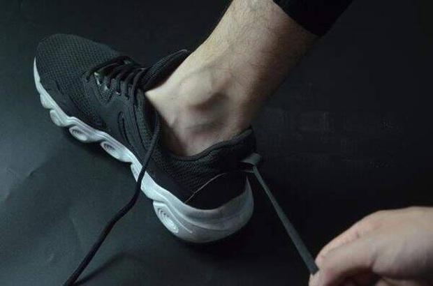 Đi giày sneaker cả chục năm nhưng giờ tôi mới phát hiện 3 sự thật ngã ngửa về mẩu dây phía sau gót - Ảnh 5.