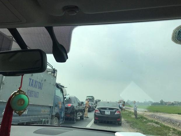 Bốn ô tô đâm dồn toa, đường tránh TP Ninh Bình ùn tắc nhiều km - Ảnh 5.