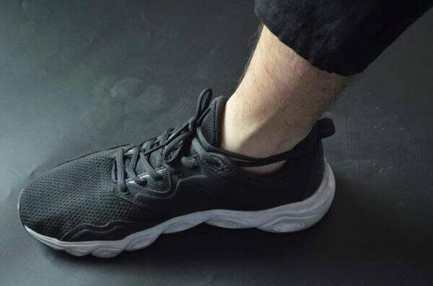 Đi giày sneaker cả chục năm nhưng giờ tôi mới phát hiện 3 sự thật ngã ngửa về mẩu dây phía sau gót - Ảnh 6.