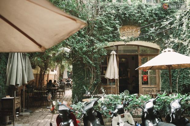 Một Hà Nội đông đúc nhưng vẫn cực chill trong ngày đầu nghỉ lễ: người người rủ nhau ra phố, các quán cafe kín khách ngồi vỉa hè - Ảnh 5.