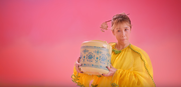 Giải mã MV mới của Hoàng Thuỳ Linh: Ván cờ căng não, 5 bức tranh Hàng Trống cùng những ẩn ý đằng sau hàng chục bộ trang phục - Ảnh 21.