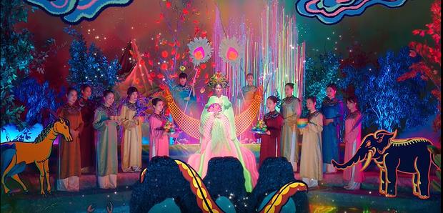 Giải mã MV mới của Hoàng Thuỳ Linh: Ván cờ căng não, 5 bức tranh Hàng Trống cùng những ẩn ý đằng sau hàng chục bộ trang phục - Ảnh 14.