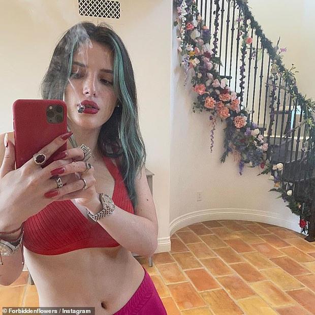 Sao Hollywood biến biệt thự thành điểm sống ảo mùa dịch: Vợ chồng Justin, Selena, chị em Kardashian khoe mọi góc cực đỉnh - Ảnh 17.