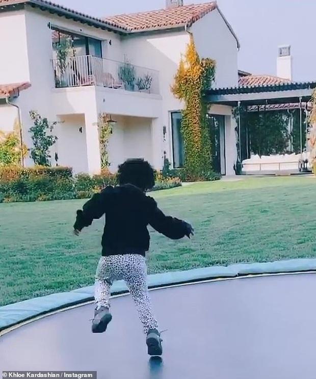 Sao Hollywood biến biệt thự thành điểm sống ảo mùa dịch: Vợ chồng Justin, Selena, chị em Kardashian khoe mọi góc cực đỉnh - Ảnh 6.