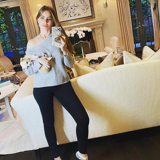 Sao Hollywood biến biệt thự thành điểm sống ảo mùa dịch: Vợ chồng Justin, Selena, chị em Kardashian khoe mọi góc cực đỉnh - Ảnh 16.