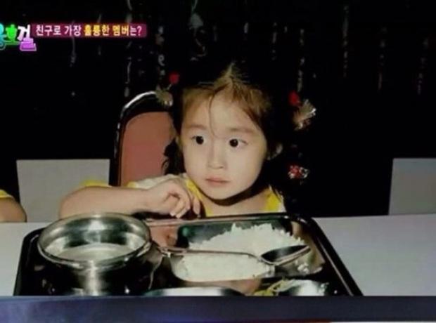 Lộ ảnh Jiyeon (T-ara) thời bé, đúng là mỹ nhân từ nhỏ nhưng nhan sắc của bố cô nàng còn gây chú ý hơn - Ảnh 6.
