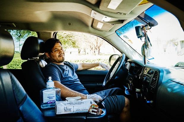 Những người lái xế hộp đi xin trợ cấp thất nghiệp vì dịch Covid-19 ở Mỹ: Gạt bỏ sĩ diện, chưa từng nghĩ phải lâm vào cảnh này - Ảnh 2.