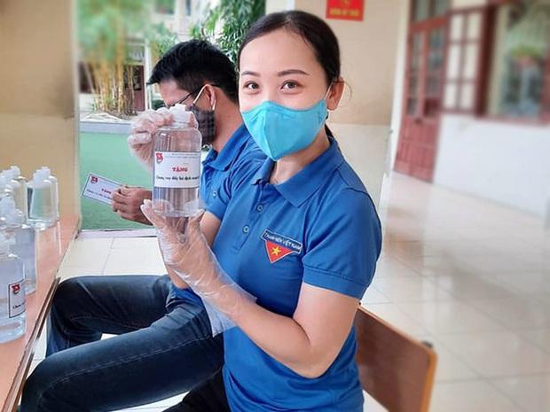 Đơn tình nguyện tham gia chống dịch COVID-19 khiến vạn người xúc động - Ảnh 2.