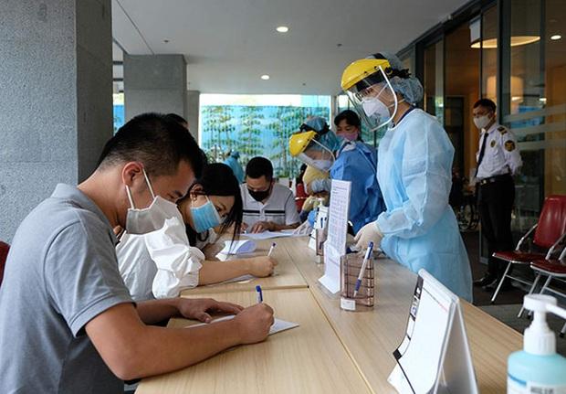 Bệnh viện Việt Pháp khẳng định vẫn an toàn sau khi tiếp đón bệnh nhân COVID-19 số 237 - Ảnh 1.
