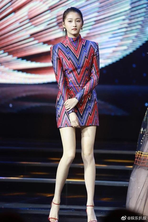 Không thể ngờ bạn gái Luhan sở hữu body đỉnh đến vậy: Eo thon, chân dài, đối thủ 9X của Dương Mịch là đây! - Ảnh 7.