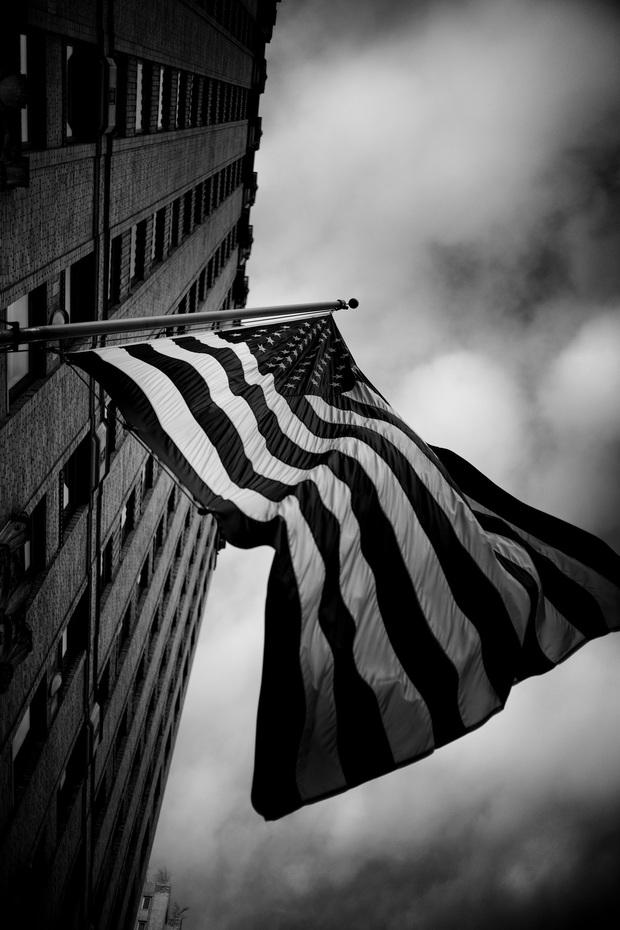 Chùm ảnh đẹp nhưng buồn đến lặng người: Thành phố New York nhộn nhịp bỗng hóa ảm đạm trong những ngày Covid-19 bao trùm - Ảnh 12.