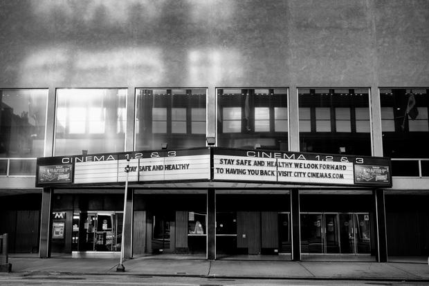 Chùm ảnh đẹp nhưng buồn đến lặng người: Thành phố New York nhộn nhịp bỗng hóa ảm đạm trong những ngày Covid-19 bao trùm - Ảnh 20.