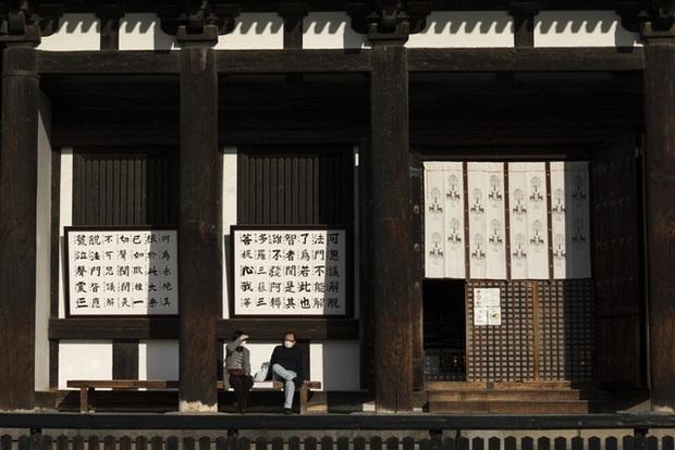 Mùa hoa anh đào buồn vì vắng khách du lịch tại Nhật Bản: Người kinh doanh méo mặt thế này coi như xong, cư dân thích thú trước sự bình yên hiếm có - Ảnh 3.
