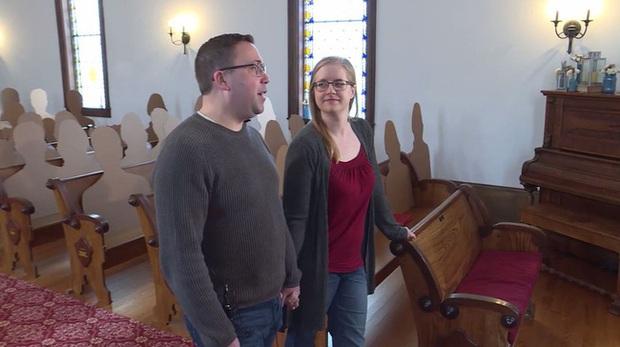 Không muốn hoãn đám cưới vì Covid-19, cặp đôi nảy ra ý tưởng tổ chức hôn lễ với dàn khách mời hoành tráng và độc đáo chưa từng thấy - Ảnh 4.