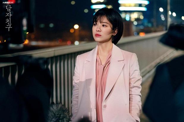 Chiêm ngưỡng màn lão hóa ngược đỉnh cao của Jang Nara và Song Hye Kyo, chị em dễ muốn cắt tóc pixie dài - mái mưa để hack tuổi - Ảnh 6.