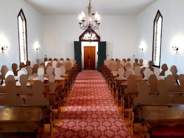 Không muốn hoãn đám cưới vì Covid-19, cặp đôi nảy ra ý tưởng tổ chức hôn lễ với dàn khách mời hoành tráng và độc đáo chưa từng thấy - Ảnh 6.