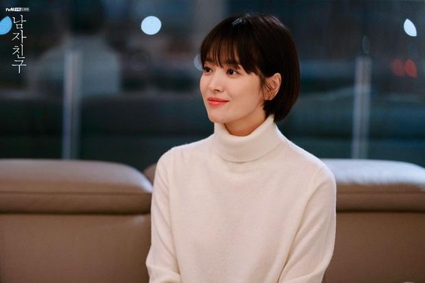 Chiêm ngưỡng màn lão hóa ngược đỉnh cao của Jang Nara và Song Hye Kyo, chị em dễ muốn cắt tóc pixie dài - mái mưa để hack tuổi - Ảnh 7.