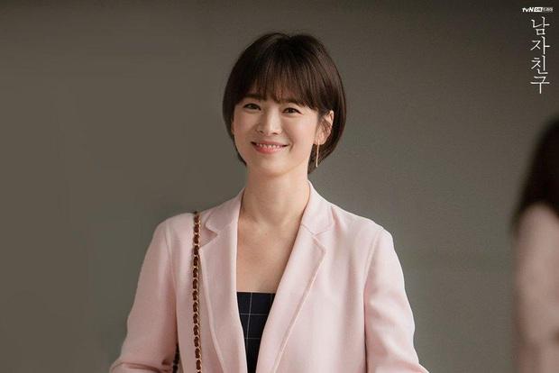 Chiêm ngưỡng màn lão hóa ngược đỉnh cao của Jang Nara và Song Hye Kyo, chị em dễ muốn cắt tóc pixie dài - mái mưa để hack tuổi - Ảnh 8.