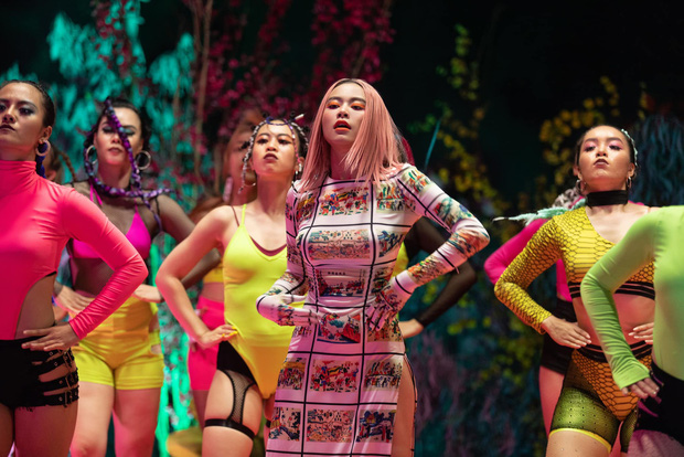 Tranh cãi mặc áo dài cách tân không quần kém duyên trong MV mới, ekip Hoàng Thuỳ Linh nói gì? - Ảnh 6.