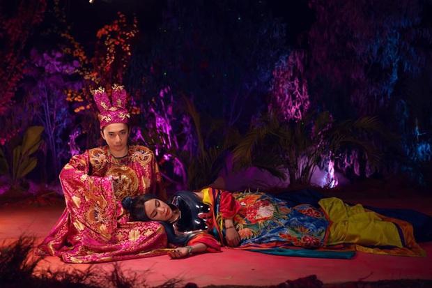 Giải mã MV mới của Hoàng Thuỳ Linh: Ván cờ căng não, 5 bức tranh Hàng Trống cùng những ẩn ý đằng sau hàng chục bộ trang phục - Ảnh 11.